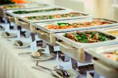 warmes frisches Essen per Catering buchen